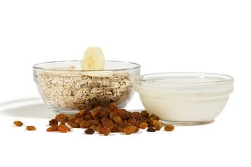 oatmeal with yogurt and raisins
