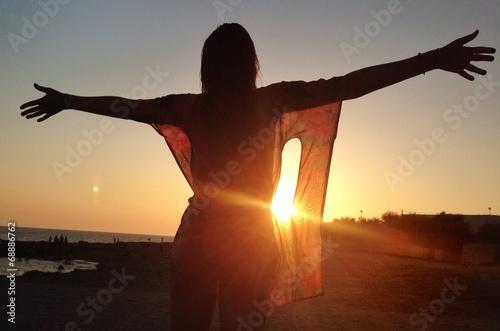canvas print picture abbracciando il sole