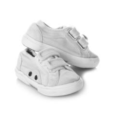 zapatillas calzado informal infantil blanco aisladas con velcro