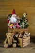 Alte Kinder Spielsachen zu Weihnachten als Dekoration mit Santa