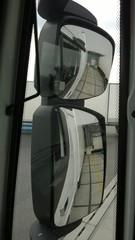 Ausblick über die Spiegel eines LKWs