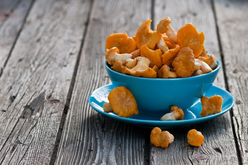 Chanterelles on the old board in the blue plate
