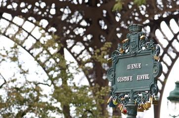 Avenue Gustave Eiffel, Tour