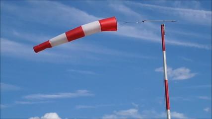Aerei, manica a vento con forte intensità