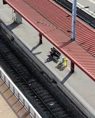 voyageur attendant le train