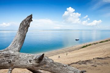 Vacances, plage, soleil et ciel bleu