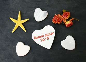 bonne année 2015,coeur,galets,étoile sur fond ardoise