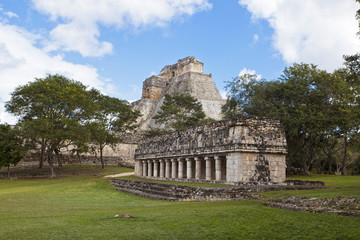 uxmal pyramid an d temple in mexiko