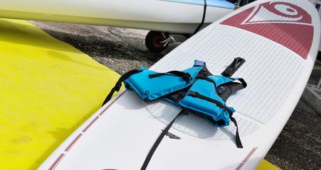 paddle et gilet de sauvetage, équipement nautique