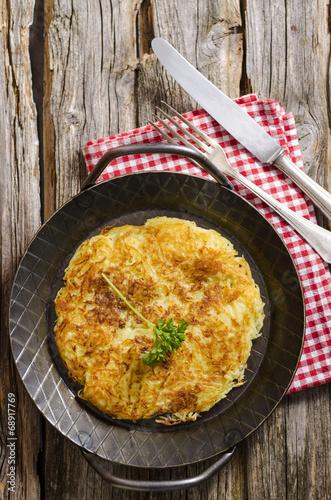 Kartoffelrösti in der Pfanne - 68917769
