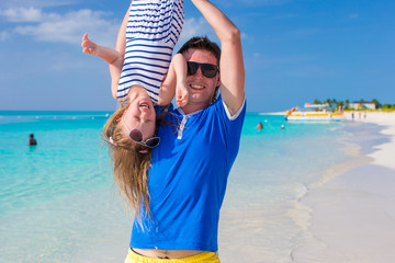 Happy dad have fun with his little cute girl at perfect beach