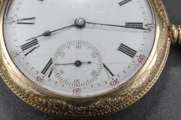 Taschenuhr,zerkratztes Uhrglas