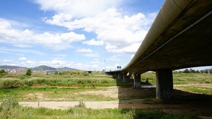 Puente de la autopista en el Delta del Llobregat