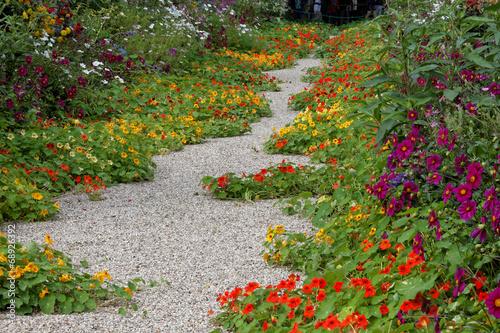 Fotobehang Tuin Allée centrale du jardin de Claude Monet (Giverny)
