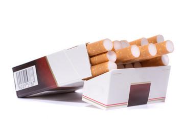 Zigarettenpackung isoliert auf weißem Hintergrundround