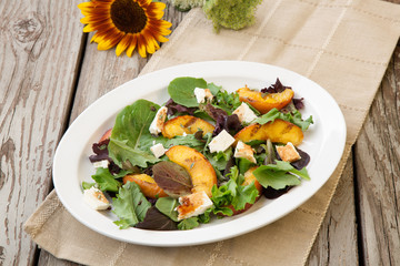 Grilled Peach and Mozzarella Salad