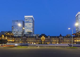 東京駅夜景-700