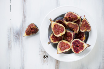 Sliced ripe figs, above view, horizontal shot