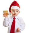 Kind schüttelt Geschenk zu Weihnachten
