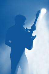 Guitariste contre jour