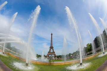 Eiffel Tower and fountains of Trocadero, Paris, France