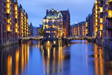 Illuminated house and two brides in Speicherstadt, Hamburg