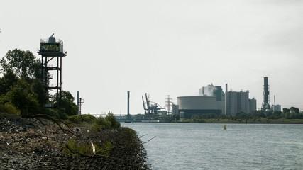 Kohlekraftwerk an der Elbe