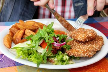 Paniertes Sojaschnitzel in Sesam-Mantel