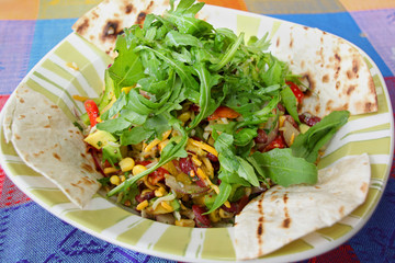 Bunter mexikanischer Salat mit Avocado