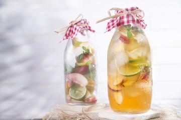 Infusion of tea peach and lemon