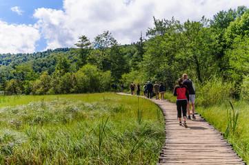 Escursionisti al Parco Naturale di Plitvice