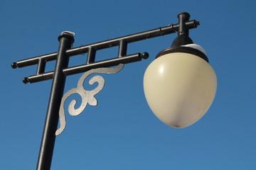 уличный фонарь с орнаментом
