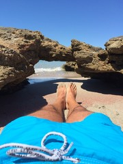 Disteso sulla sabbia