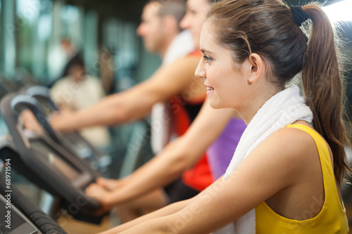 canvas print picture Woman training in a fitness club
