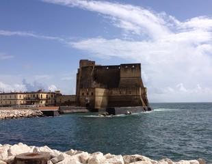 castillo del uovo napoles italia