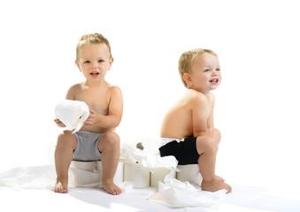 Tweeling met wc papier