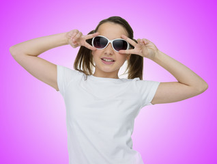 Smiling pretty young girl in trendy sunglasses