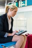 Frau mit Tablet Computer