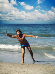 Giocando a racchettoni sulla spiaggia