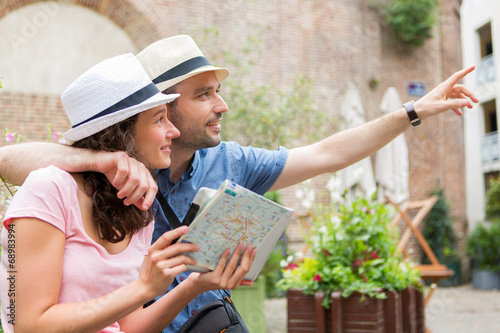 canvas print picture Young couple of tourists visiting city