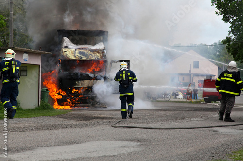 Fire truck,firemans - 68984988