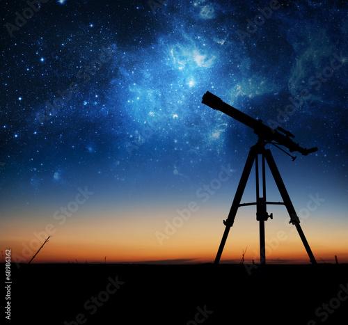 sylwetka-teleskopu