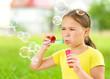 Obrazy na płótnie, fototapety, zdjęcia, fotoobrazy drukowane : Little girl is blowing a soap bubbles