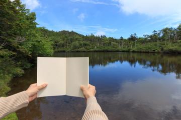 山の上の湖で読書