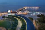 Nocny widok na molo w Sopocie na Morzu Bałtyckim