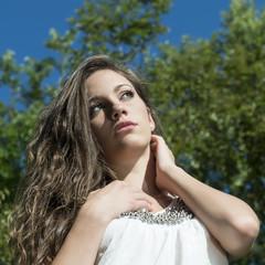 donna al sole nella natura