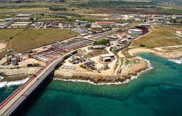 Zona Industriale sulla costa di Siracusa