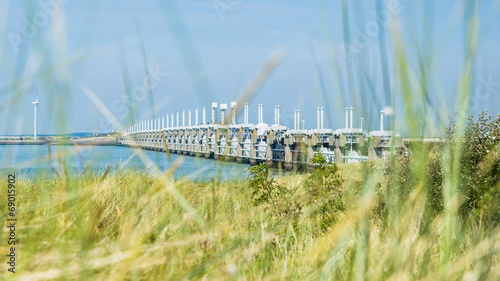 Tuinposter Dam Storm surge barrier Oosterschelde nearby Neeltje Jans in The Net