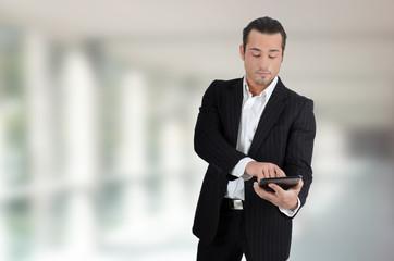 Unternehmer mit Tablet PC