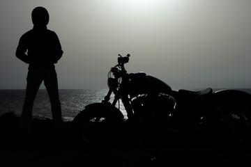 Hombre Junto A Motocicleta Custom